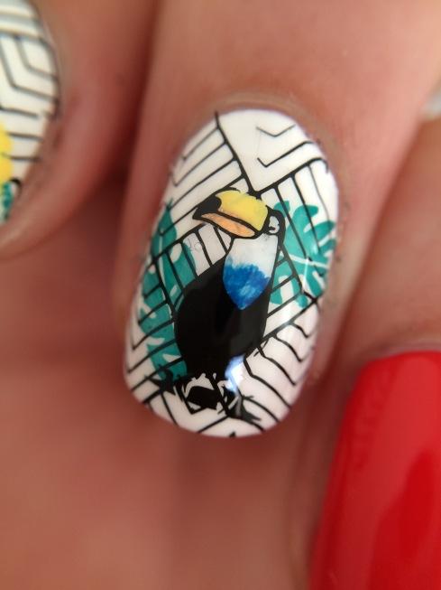 nail art toucan