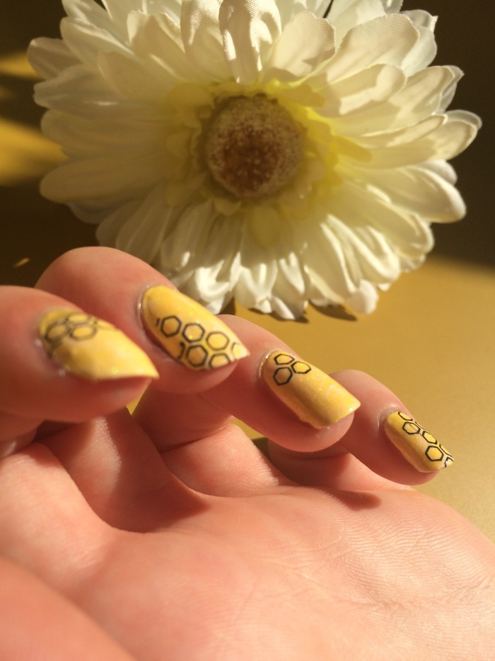 nail-art-nid-dabeille