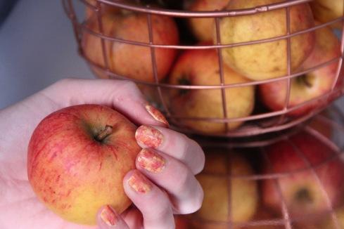 apple-nail-art