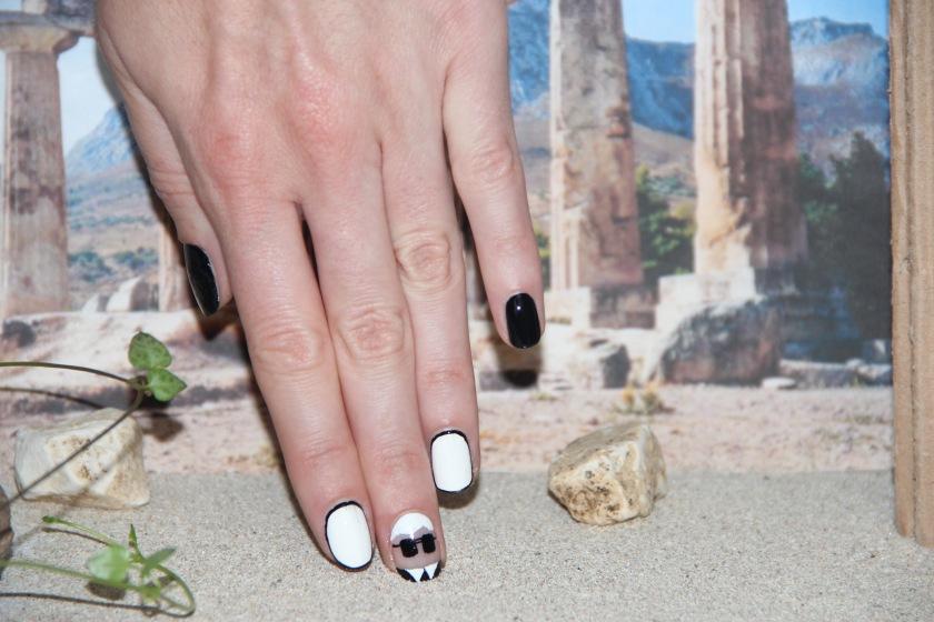 nail art lagerfeld