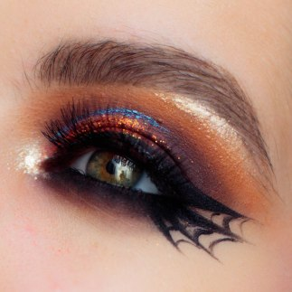 spider-web-eyeliner-halloween-makeup-tutorial-pauuulette-close-up